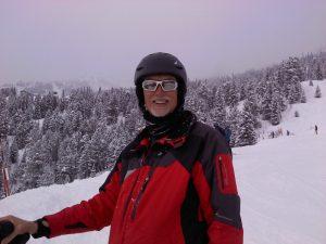 Alumnus Ed Hibbs skiing