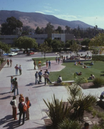 Students gathering in the sun on Cal Poly's Dexter Lawn in 1977.
