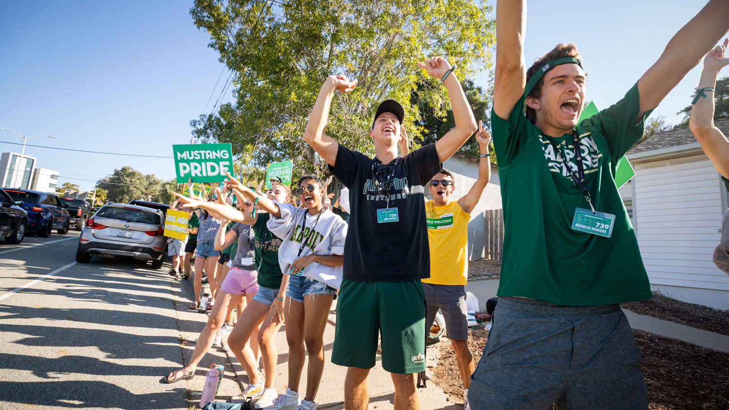 Cal Poly students line Grand Avenue to welcome new students on move-in day