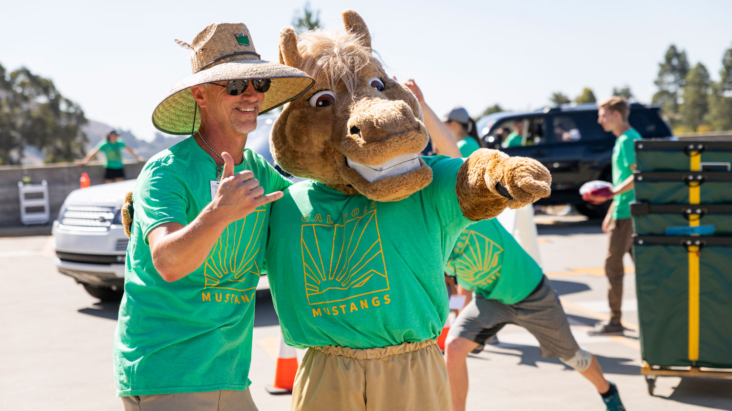 "Cal Poly mascot ""Musty"" smiles with a move-in day volunteer."