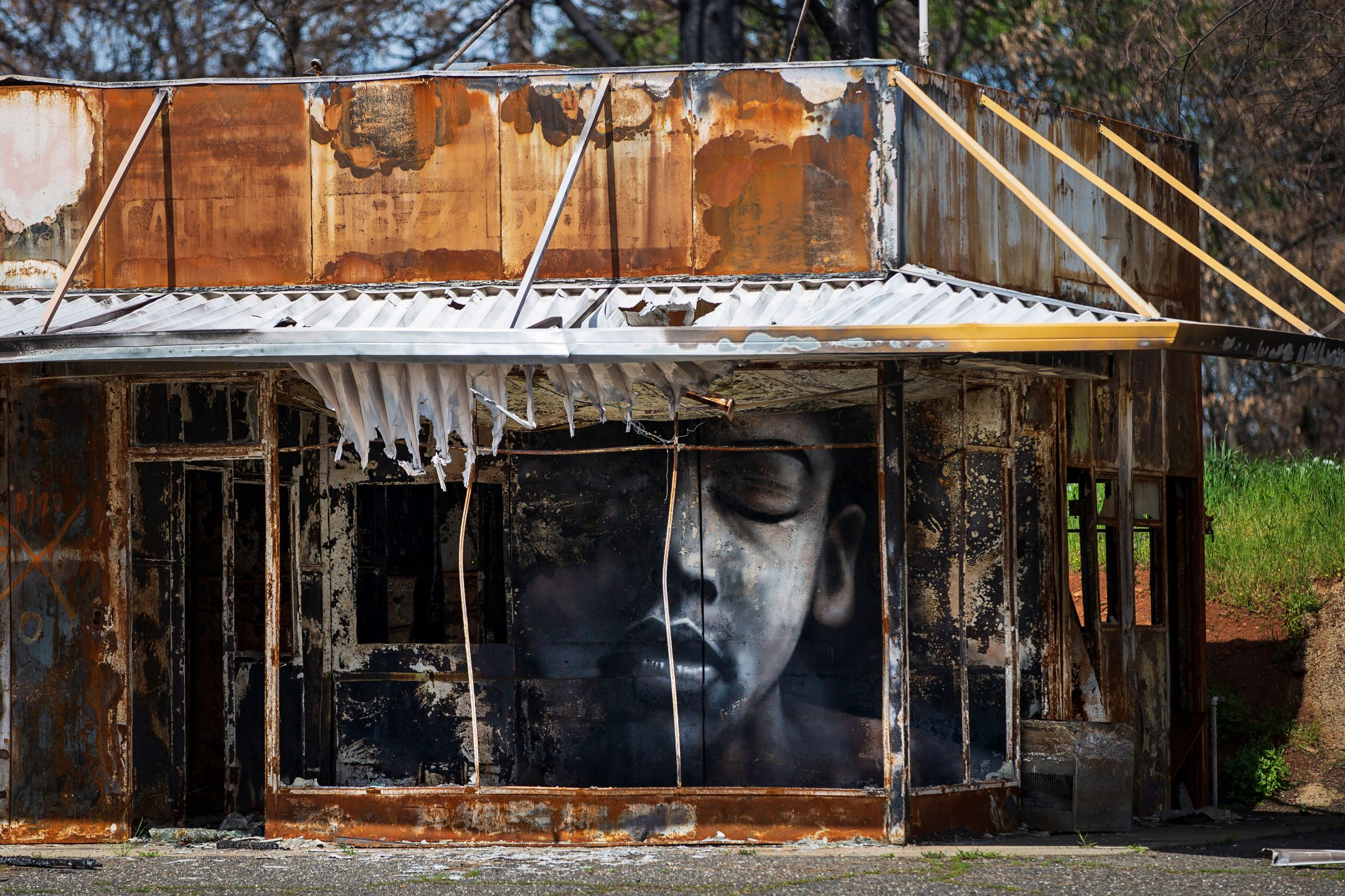 A black-and-white mural in Paradise, CA, by artist Shane Grammer